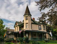 Hummingbird Inn - Front of house view