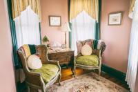 Cambridge Room - Turret Sitting Area w/TV
