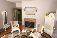 Easton Room - Seating Area w/Working Fireplace