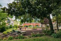 Hummingbird Inn - View of Victorian Garden on property