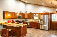 Cabin rental with full kitchen and stainless steel appliances