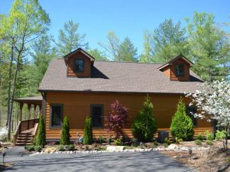 Luxury Asheville cabin w/ 2 beds/2 bathrooms/full kitchen/hot tub/covered porch