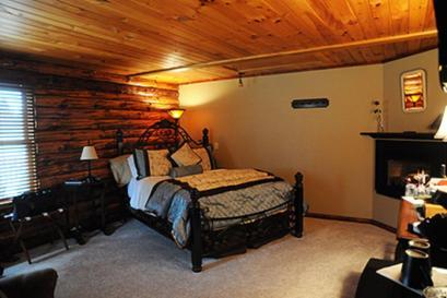 Room 8, Hideaway