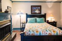 Queen Bed & Fireplace