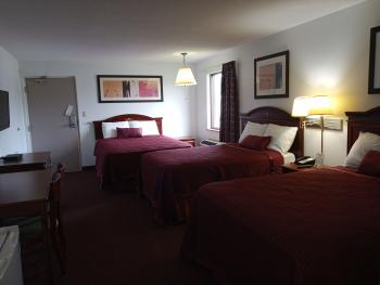 203 One Queen Bed, 2 Full Beds Non Smoking