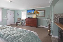 2-Queen Beds & Partial Ocean View