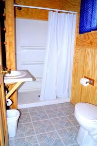 New River Cabin # 7 bathroom