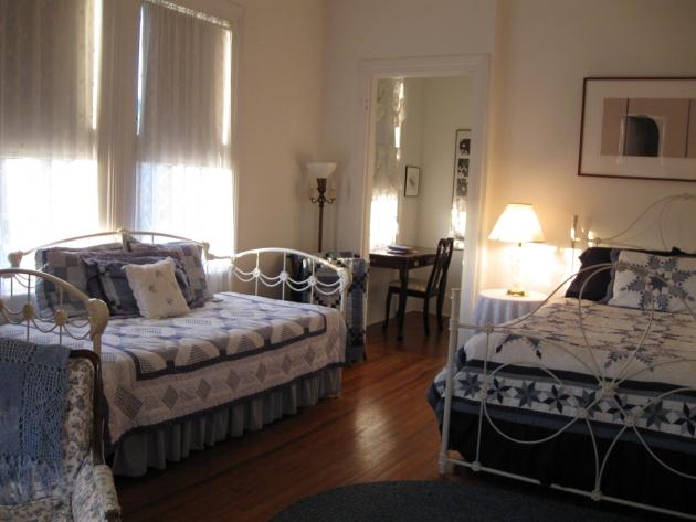 Queen bed & day bed