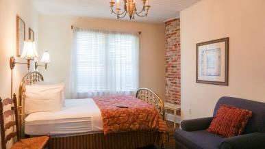 #18+20 Angel Room Suite