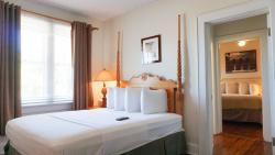 #24+26 The Big Daddy Pine Room Suite