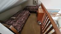 Upstairs loft with 2 twin beds.