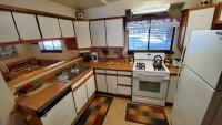 Complete kitchen, even with a dishwasher!