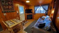 Dinette, sofa, gas-log fireplace, Cable TV, Blu-ray and WiFi.