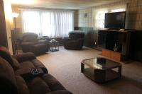 Vacation Home: Living Room Entertainment and Seating