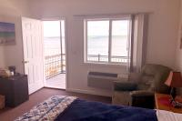 Showboat Motel: Room 10 A - King Bed and View of Seneca Lake