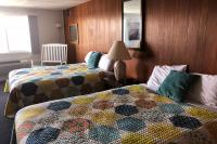 Showboat Motel: Room 12 - Two Queen Beds