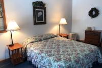 Showboat Motel: Room 14 - Queen Bed and Dresser