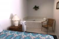 Showboat Motel: Room 30 - Queen Bed and Spa