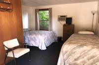Showboat Motel: Room 34 -  Queen Bed and Twin Bed