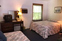 Showboat Motel: Room 38 - Full Bed and Twin Bed
