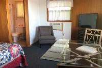 Showboat Motel: Room 42 - Bathroom, TV and Seating Area