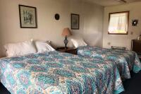 Showboat Motel: Room 43 -  Queen Bed and Twin Bed