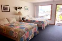 Showboat Motel: Room 45 -  Two Queen Beds with Seneca Lake View