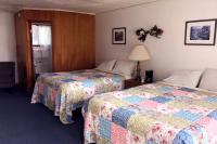 Showboat Motel: Room 45 -  Two Queen Beds and Bathroom