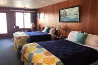 Showboat Motel: Room 7 - Two Queen Beds