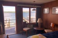 Showboat Motel: Room 7 - Seating Area with Seneca Lake View