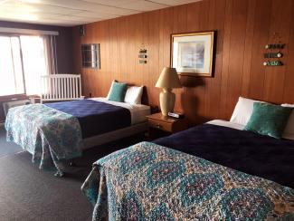 Showboat Motel: Room 9 - Two Queen Beds