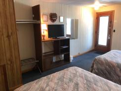 Showboat Motel: Room 16 - Two Full Beds, TV and Closet