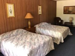 Showboat Motel: Room 18 - Two Full Beds
