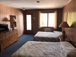 Showboat Motel: Room 18 - Two Full Beds, TV, Dresser and Poolside Entrance