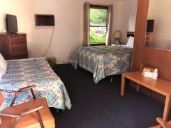 Showboat Motel: Room 35 -  Queen Bed, Twin Bed, Dresser and AC