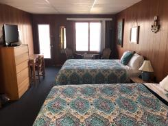 Showboat Motel: Room 5 - Two Queen Beds