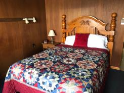 Showboat Motel: Room 8 - Queen Bed