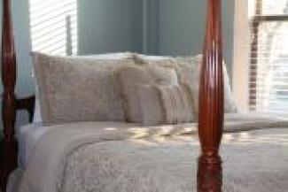 Room #15 - Queen Bed