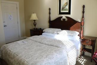 Room #10 - Queen Bed