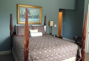Room #5 - Queen Bed