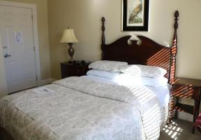 Room #10 - The Victorian - Queen