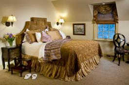 English Manor Suite Bed