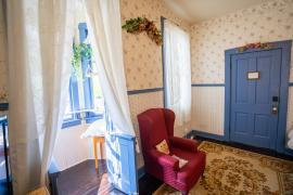 Caroline's Suite interior bay