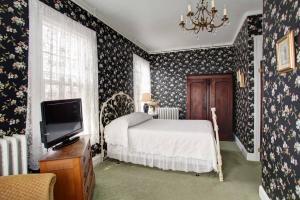 Room 4 Bedroom Alternative View