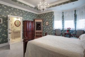 Suite 101 Bedroom